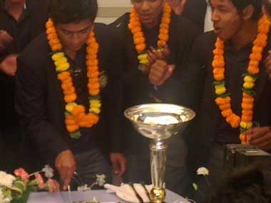 Victorious U-19 cricketers arrive to a rousing welcome