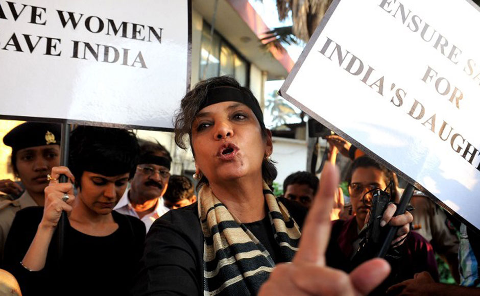 Shabana Azmi and Mandira Bedi take part in the candlelight vigil held in Juhu on Saturday. AFP