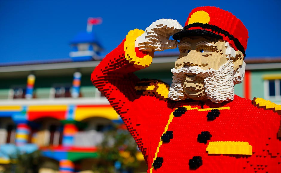 Images: Building a Lego Hotel one block at a time