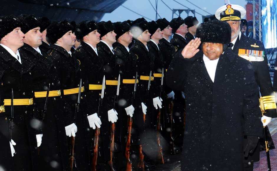 Defence Minister AK Antony receives a Guard of Honour by the Russian Navy guards, on his arrival to attend the commissioning of INS Vikramaditya in Indian Navy, at Sevmash Shipyard in Russia on 16 November 2013. Image courtesy PIB