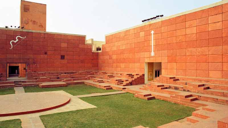 An example of the courtyard at the Kala Kendra in Jaipur. Image courtesy: Addison Godel