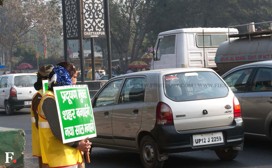 Volunteers held up slogans in support of the odd-even policy which began on Friday. Image: Naresh Sharma/Firstpost