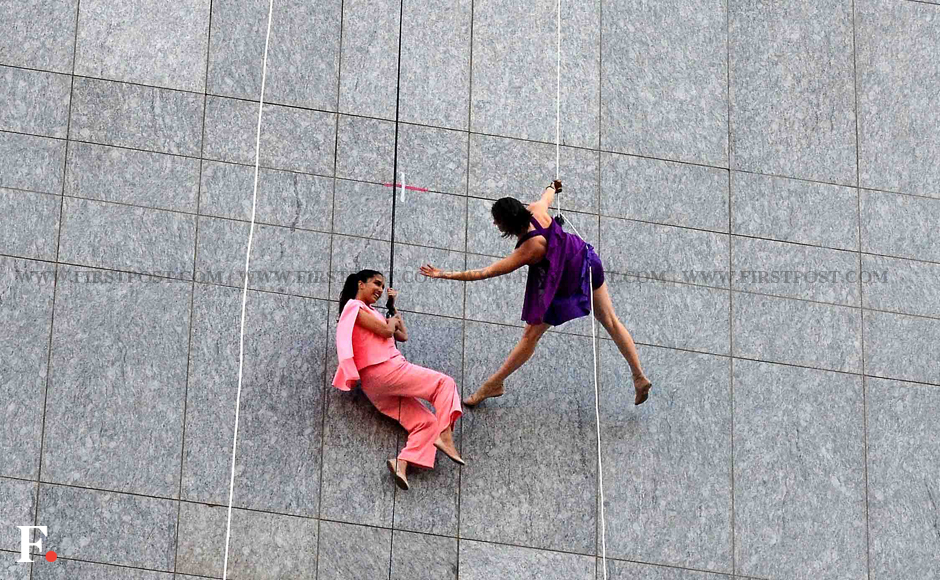 Shraddha Kapoor with a member of dancing troupe 'Bandaloop' performing gravity-defying stunts. Sachin Gokhale/Firstpost
