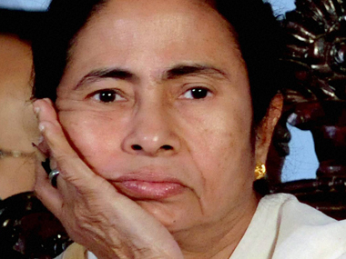 Trinamool struck by bribery sting, Opposition  guns for Mamata