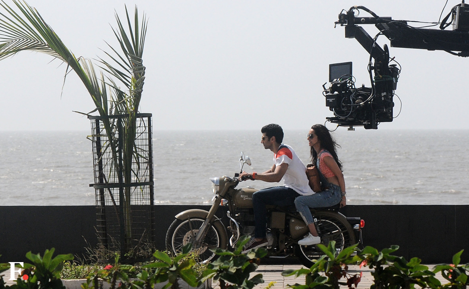 Shraddha Kapoor and Aditya Roy Kapur filming on a beach front in Mumbai, for their upcoming film, 'Ok Jaanu'. Sachin Gokhale/Firstpost