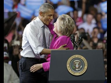 US President Barack Obama campaigns for Hillary Clinton