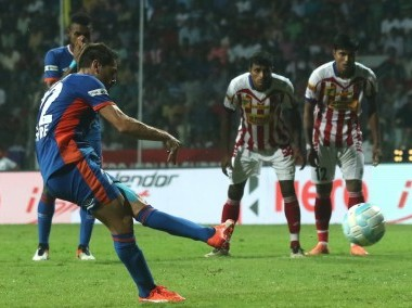 Jofre Gonzalez of FC Goa takes a penalty against Atletico de Kolkata. ISL