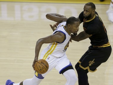 Highlights NBA Finals, Game 3, Golden State Warriors vs Cleveland Cavaliers: Stephen Curry and Co take 3-0 lead with 118-113 win