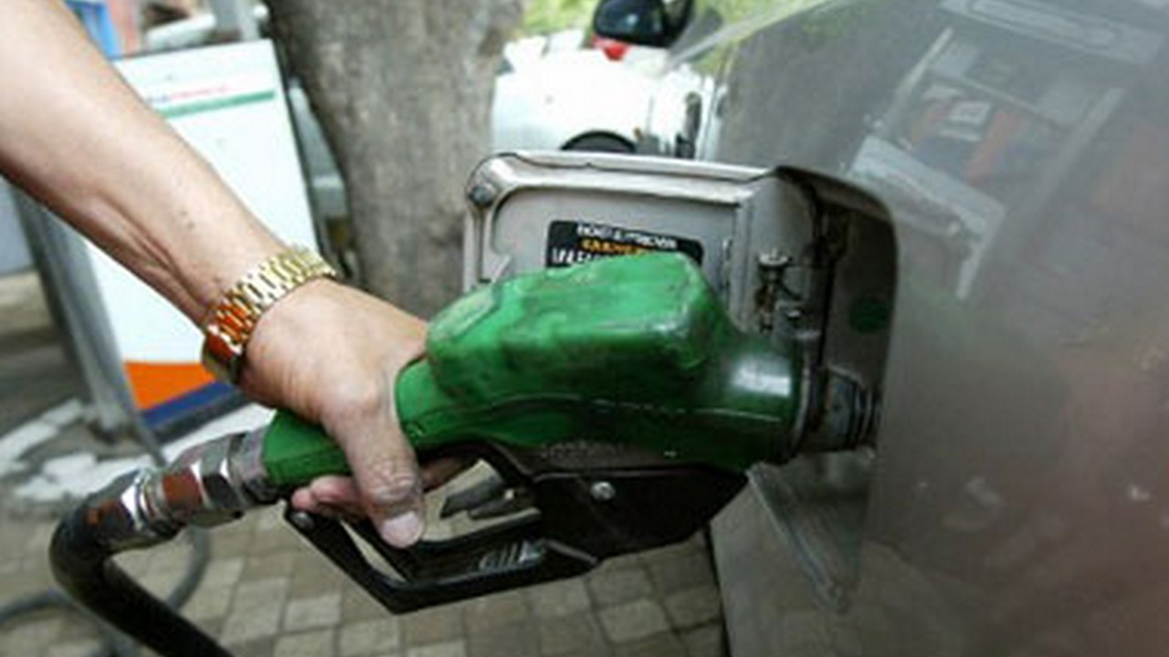 Daily petrol diesel price revision dealers withdraw strike after govt agrees to rate change at 6 am