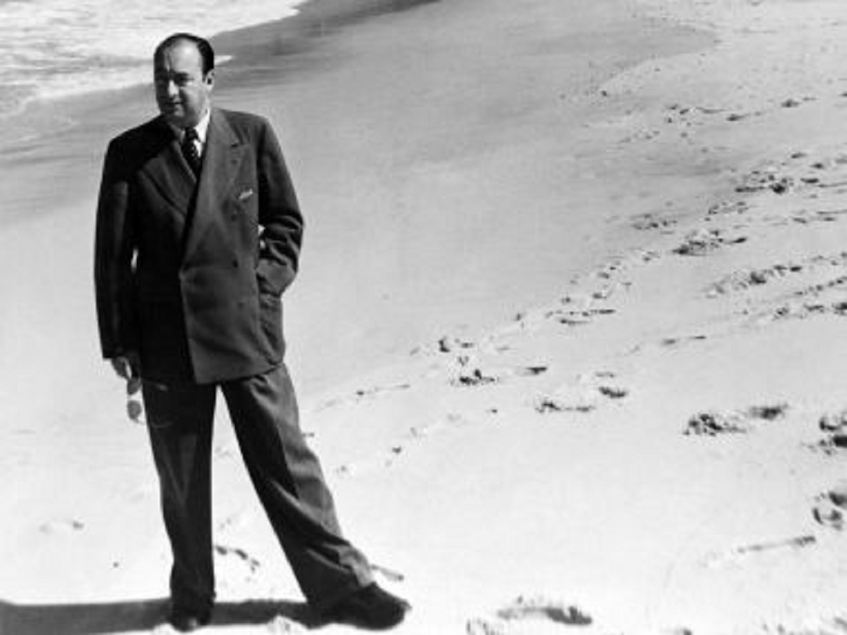 a biography of pablo neruda in chile Pablo neruda (1904-1973), whose real name is neftalí ricardo reyes basoalto, was born on 12 july, 1904, in the town of parral in chile his father was a railway employee and his mother, who died shortly after his birth, a teacher some years later his father, who had then moved to the town of.