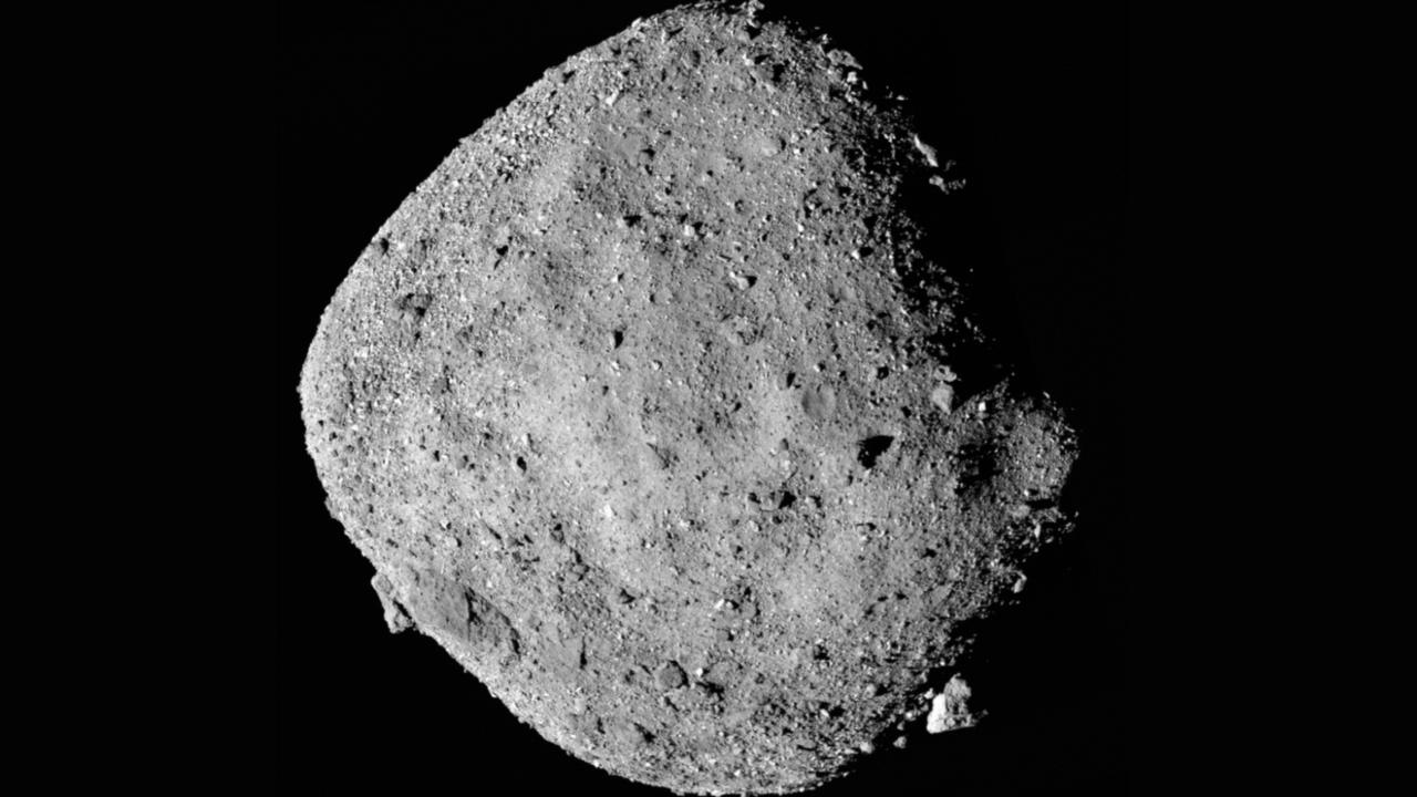 This image of asteroid Bennu is made from 12 PolyCam images collected on 2 December by OSIRIS-REx from a distance of 24 kilometers. Image: University of Arizona