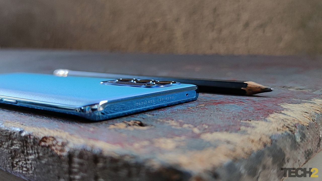 This budget flagship from Oppo is pencil-thin! Image: Tech2/Sheldon Pinto
