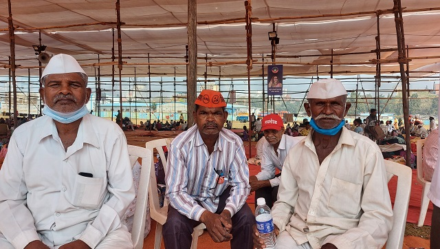 Isram Yashwant Lilke (L) says that the APMC allows a profit for middlemen as well as the farmers and is necessary even if it's flawed. Firstpost/Natasha Trivedi